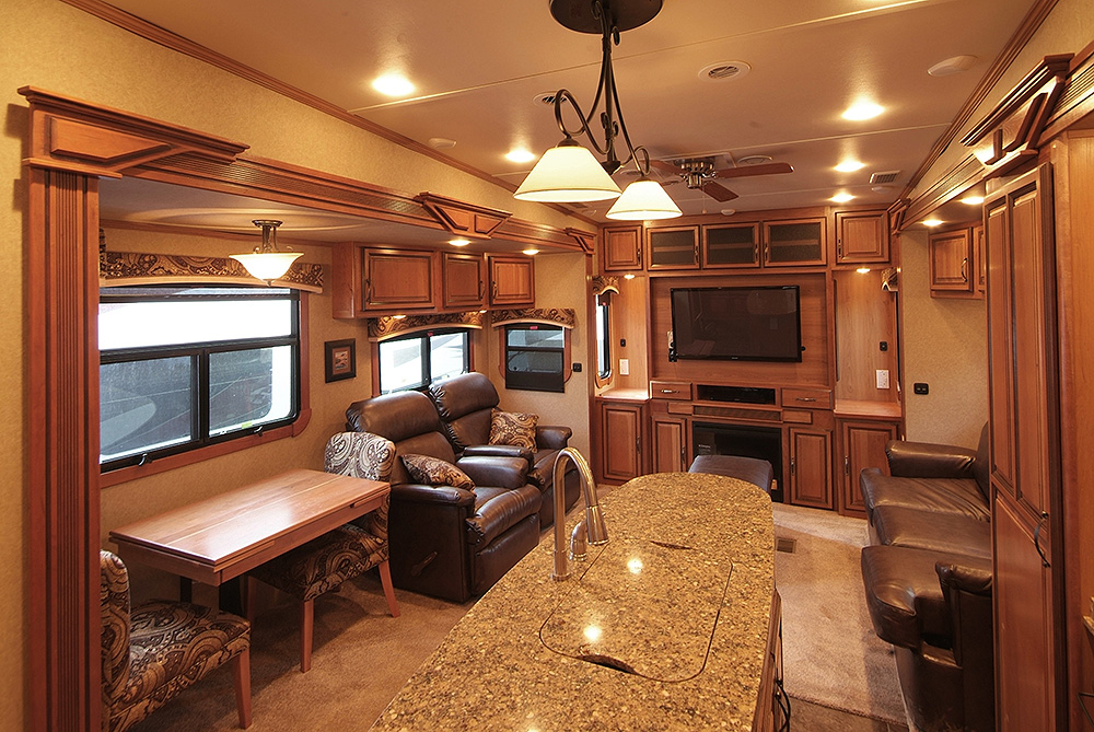 the 1 bedroom redwood with 3 slide outs makes a spacious and